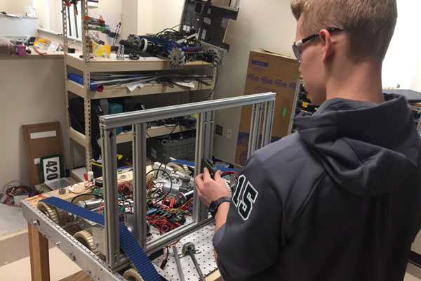 DuPont Pioneer Supports Robotics Team Featured Image.